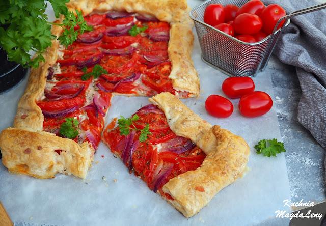 Tarta francuska z pomidorami i serkiem