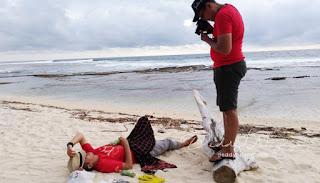 foto flat lay dengan pasir
