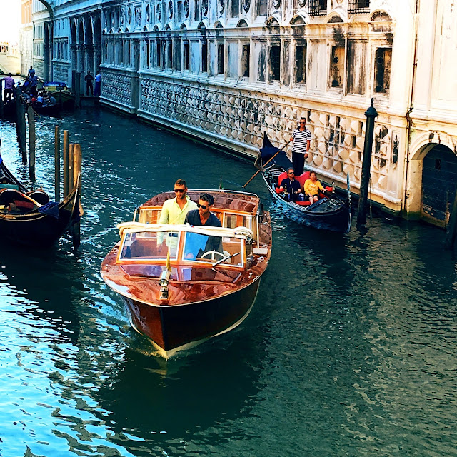 Gondolier-boat-canal-venice