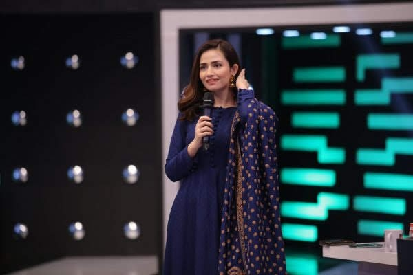 Sana Javed Simple but Eye Catching Pictures from Jeeto Pakistan League