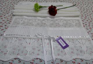 Toalha de Rosto com Barrado em Crochê e Bordado Crivo/Labirinto