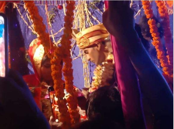 पटना/फिल्मी अंदाज में, पहली पत्नी पहुँचकर पति के दूसरी शादी में डाला रंग मे भंग, हुआ भारी हंगामा।