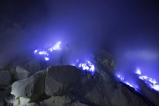 www.dlium.com Ijen Volcano