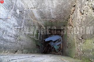 Полукапонир №14 у деревни Рымаши. Шахта