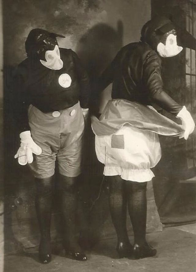 Freaky Mickey and Minnie Mouse Costumes From 1931 ...