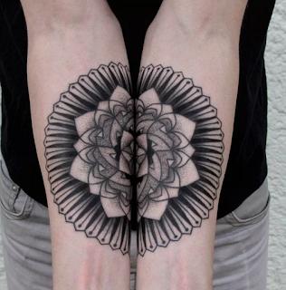 tatuaje mandala en dos brazos