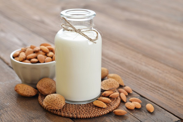 What are the benefits of almond milk
