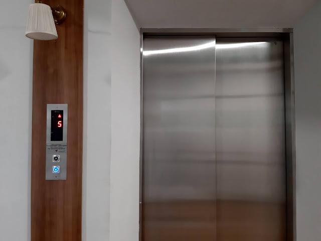 lift fika rooms tangerang 2