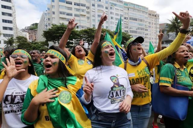 ATENÇÃO: Bolsonaro pede que população repense ida a manifestações de domingo