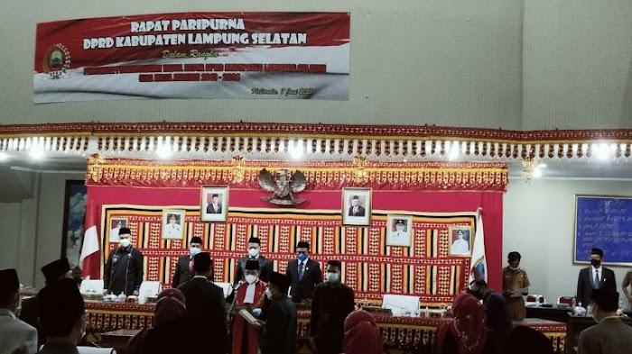 Pelantikan PAW Wakil Ketua DPRD Lamsel Dihadiri Bupati dan Wakil Bupati