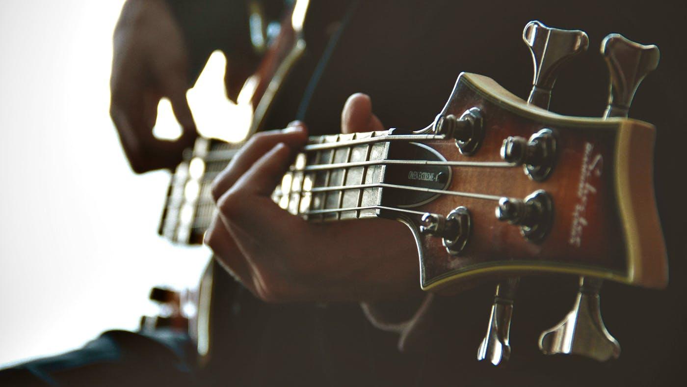 ¿Puede un músico cristiano tocar música secular para la gloria de Dios?