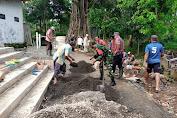 Peduli Infrastruktur di Wilayah Binaan, Bersama Warga Babinsa Desa Poncoruso  Kerja Bakti Cor Jalan Menuju Masjid Nurul Anwar