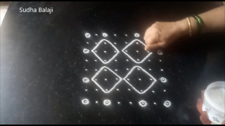 eight-dots-sikku-kolam-pic-1a.png