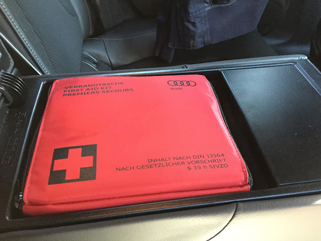 audi-a5-interior-firstaidkit