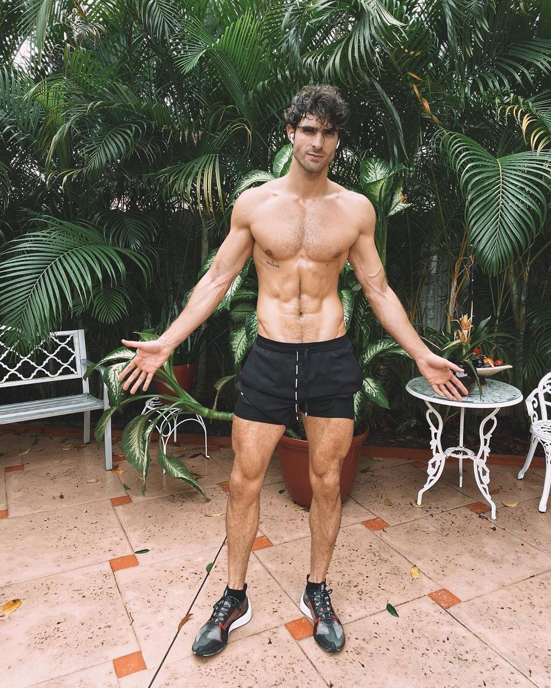 slim-fit-shirtless-guys-juan-betancourt-cyclist-body
