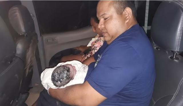 Policiais militares socorrem gestante e acabam realizando parto dentro de viatura