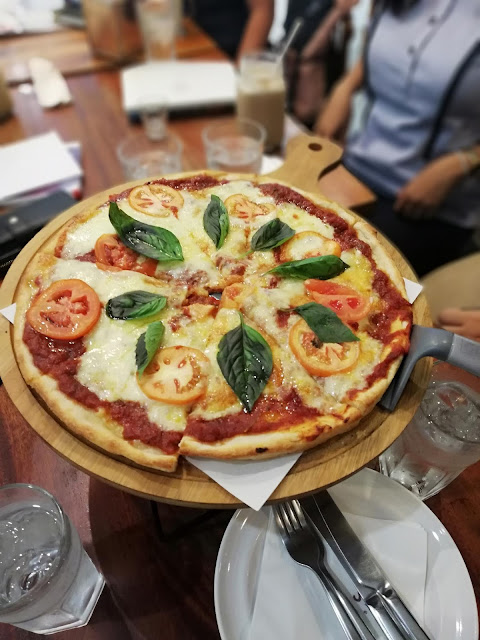 pizza margherita lucca bakery bethgstories