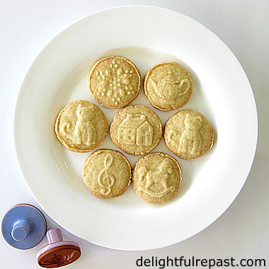 Stamped Shortbread Cookies - Rycraft Cookie Stamps / www.delightfulrepast.com