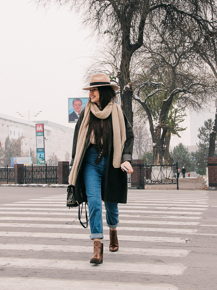 fashion blogger diyorasnotes mom jeans oversized coat asos backpack hat
