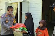 Dirlantas Polda Aceh Bagi Sembako Untuk Warga Lembah Seulawah