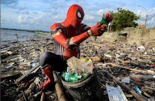 Roedy Hartono Spiderman Pemungut Sampah Dari Pare-Pare Yang Mendunia