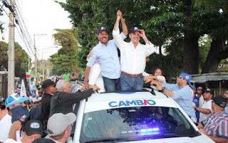 Abinader al encabezar multitudinaria marcha en San Cristóbal anuncia su respaldo a las alcaldías