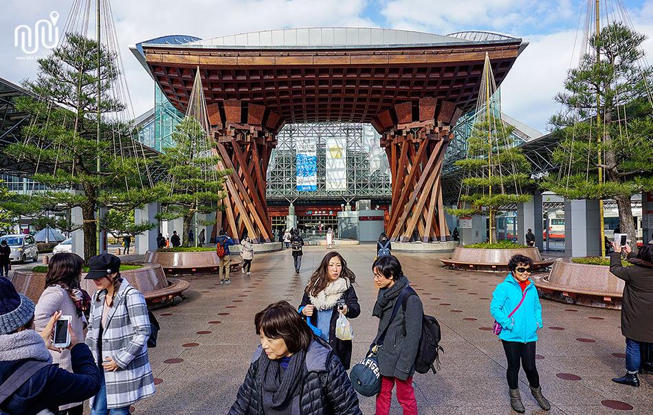 บริเวณหน้าสถานี Kanazawa ประเทศญี่ปุ่น
