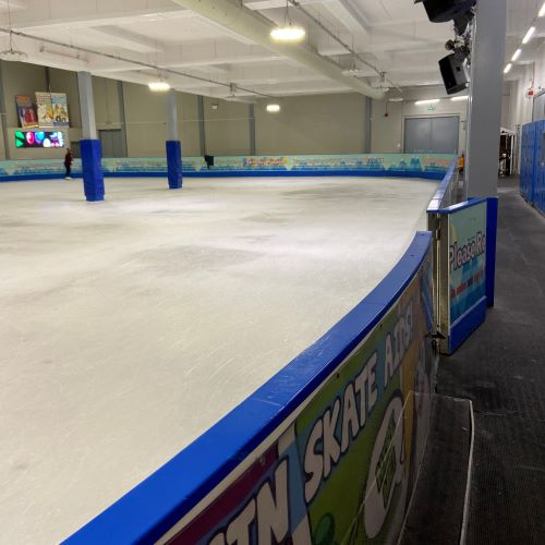 picture of almost empty ice rink