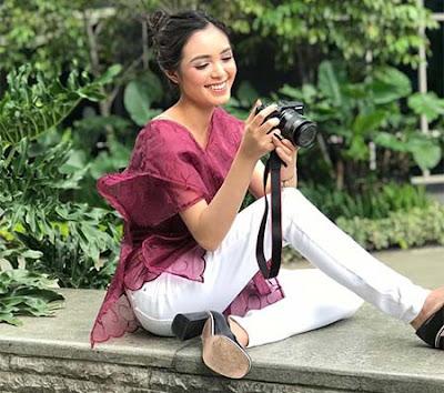 Claudia Andhara Bawa Kamera