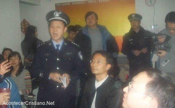 Policía arrestan a cristianos chinos por reunirse en casa iglesia