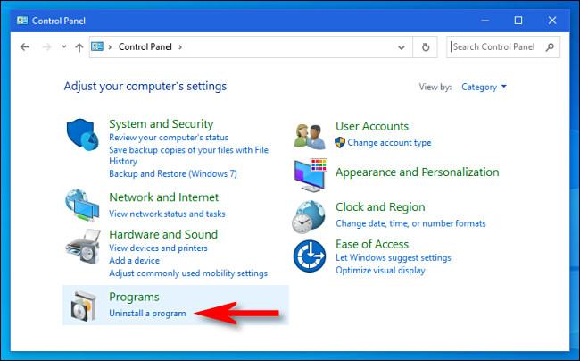 """في لوحة تحكم Windows ، انقر فوق """"إزالة تثبيت برنامج""""."""