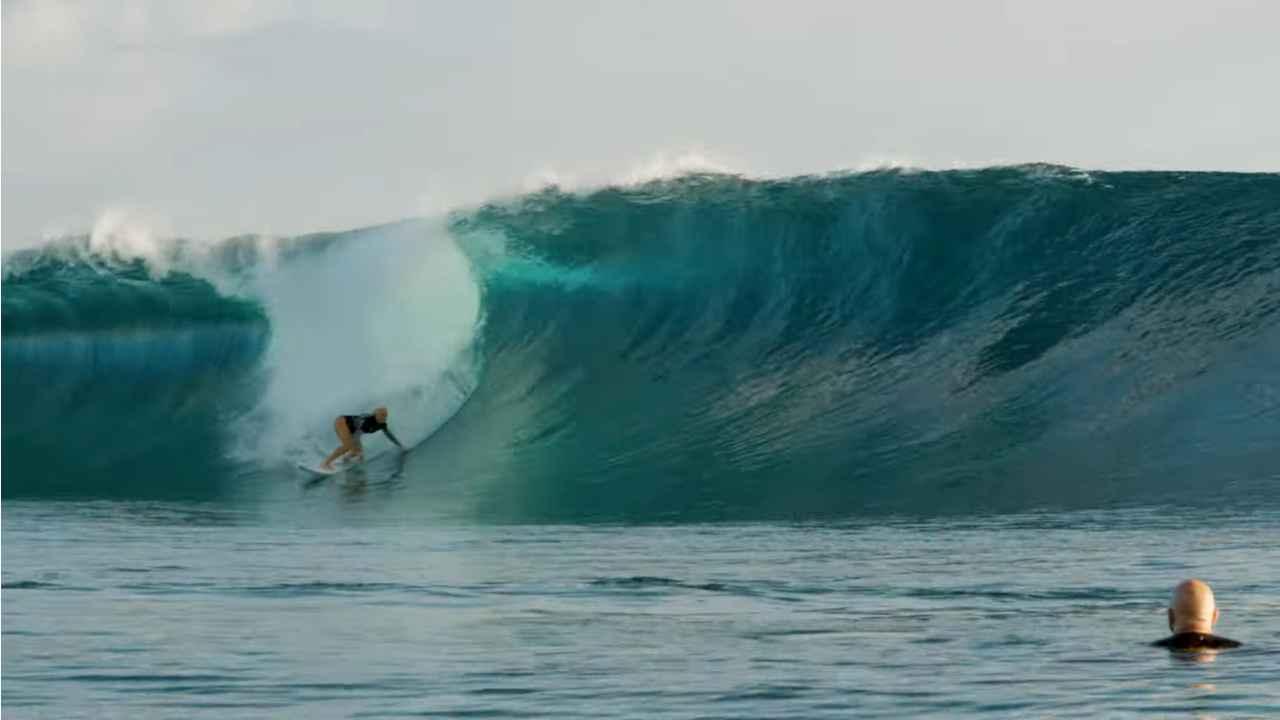 tatiana weston web surfer tahiti 24
