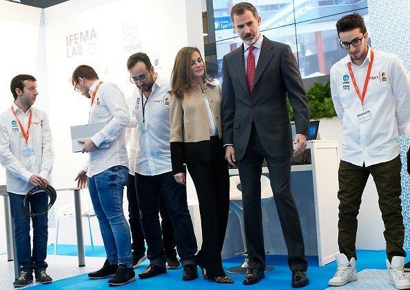 Queen Letizia wore Hugo Boss Jadabia Wool Cashmere Color Jacket, Queen-Letizia wore Uterqüe Salon Shoes