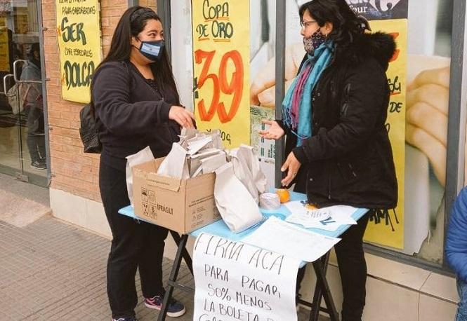 """El peronismo salió a la calle a juntar firmas para que Mendoza sea """"zona fría"""""""