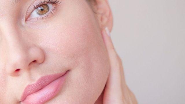 أفضل الطرق لتسكير مسامات الوجه الواسعة