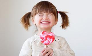 قصة الطفل وقطعة الحلوي
