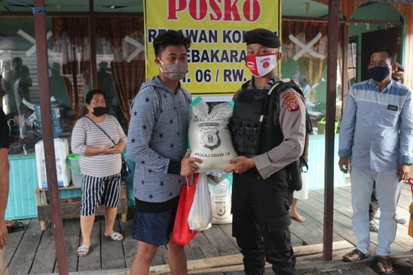 Kombes Pol Hendra Rochmawan: Semoga dengan Pemberian Bantuan ini Dapat Meringankan Beban para Korban Kebakaran di Komplek Flamboyan
