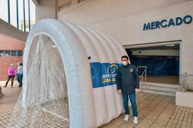 Alcalde David Collado, túnel sanitizante, virus, bacterias, mercado de Villa Consuelo