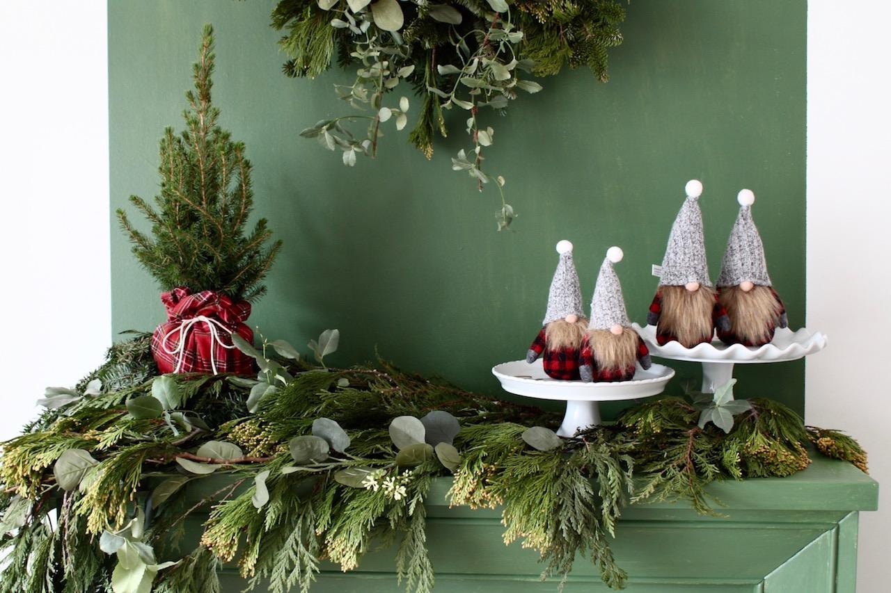 Christmas Mantel Decor Ideas: Faux Fireplace
