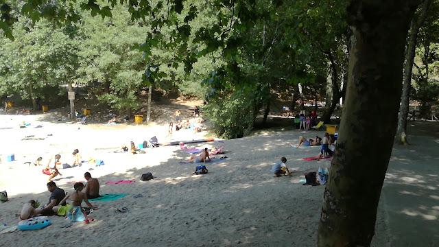 Areal da Praia Fluvial da Albufeira da Queimadela e zona de sombra