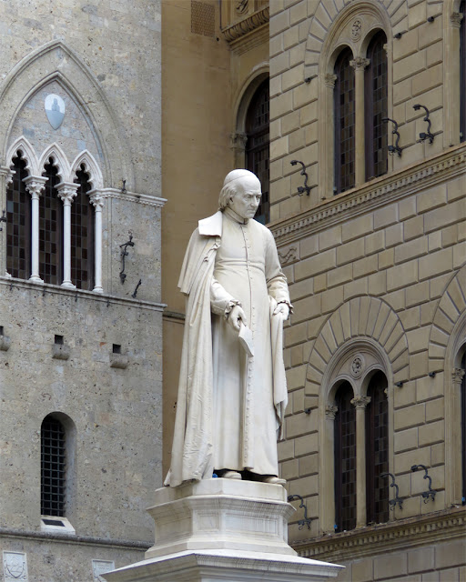 Statue of Sallustio Bandini by Tito Sarrocchi, Piazza Salimbeni, Siena