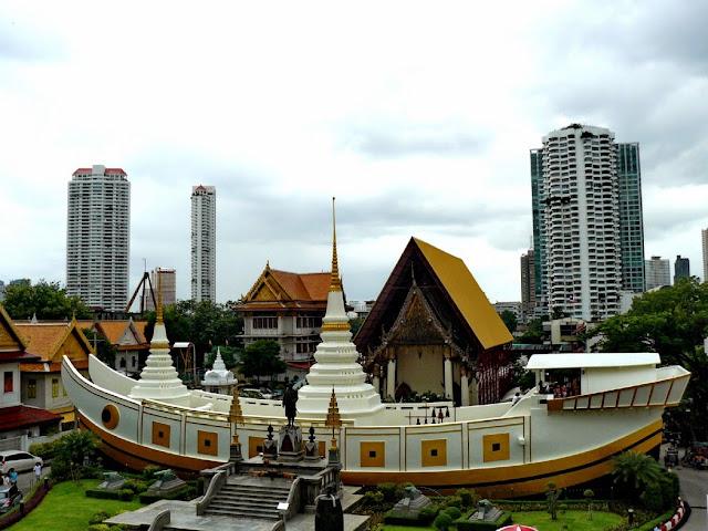 templo con forma de barco wat yannawa bangkok - visita imprescindible en Bangkok