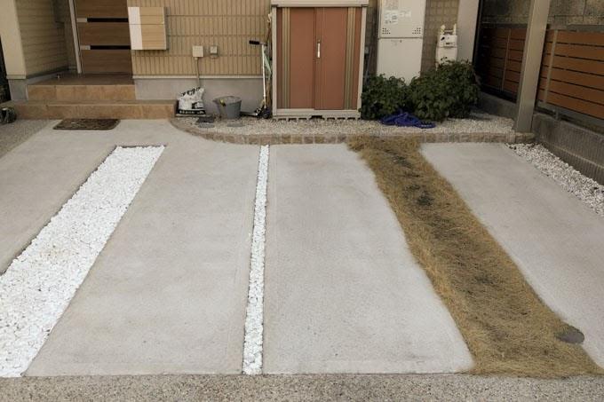 駐車場の目地 芝生と砂利