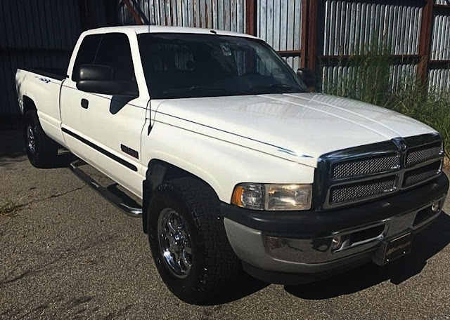 white-dodge-ram-with-black-pinstripe