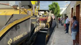 Em Cacimba de Dentro novas obras de asfaltamento de 5 ruas iniciaram nesta segunda-feira 8 beneficiando o comercio local e moradores.