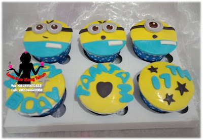 Kue karakter lucu cupcake minion