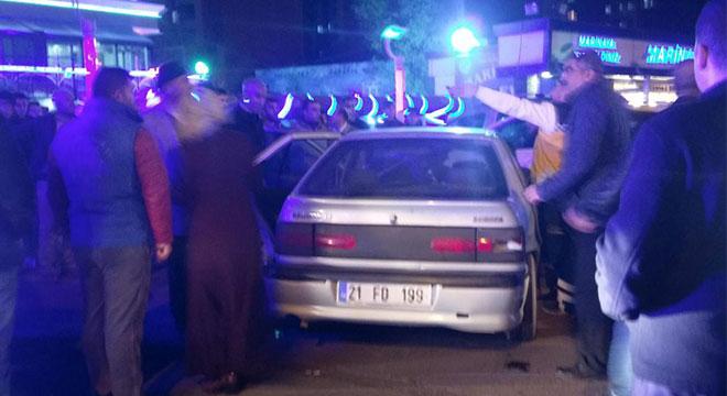 Diyarbakır'da Peyas Mahallesi Kavşağında trafik kazası: 1 yaralı