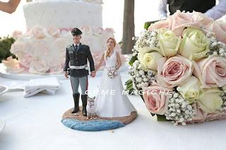 cake topper uniforme polizia con gatto personalizzato statuette sposi realizzate a mano orme magiche