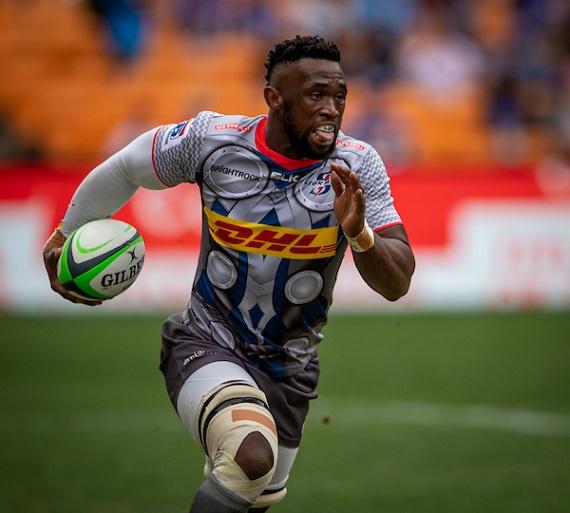 Siya Kolisi runs with ball in hand