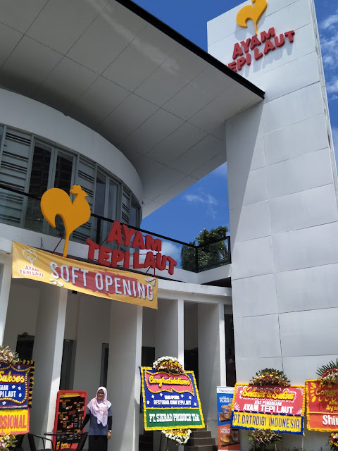 Resto Ayam Tepi Laut Ancol Sajikan Konsep Fast food Dengan Kearifan Lokal